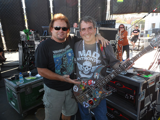 Michael Anthony and Eduardo Pinheiro on stage.
